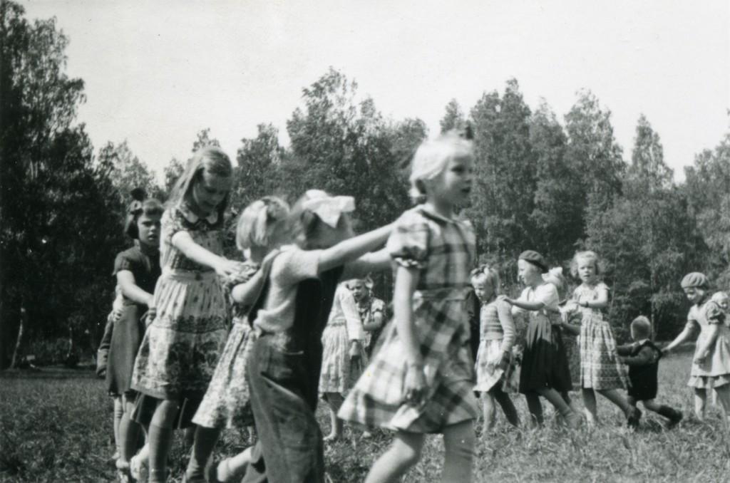 Tamperelaisen Osuusliike Voiman järjestämä latentapahtuma suurten ikäluokkien lapsille Viikinsaaressa