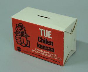 SDP:n perustaman Kansainvälisen solidaarisuussäätiön keräyslipasta käytettiin 1970-luvulla. Säätiö avusti Chilen oppositiota kymmenillä tuhansilla markoilla. Työväenmuseo Werstas.