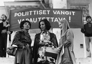 KansA110591 Presidentti Salvador Allenden tytär Isabel Allende osallistui Chile-viikon juhlaan Hel-singin Senaatintorilla syyskuussa 1974. Kansan Arkisto.