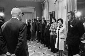 Presidentti Urho Kekkonen tapasi Chilen sotilasjuntan rikoksia tutkivan kansainvälisen komission toimijoita vuonna 1974. Kuvaaja Yrjö Lintunen. Kansan Arkisto.