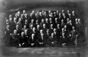 Kuolemaantuomittujen, myöh. elinkautisen tuomion saaneiden punakaartilaisten ryhmäkuva vapautuksen jälkeen.