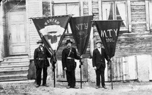 Nokian työväen lippuja 1900-luvun alussa. Työväenmuseo Werstas.