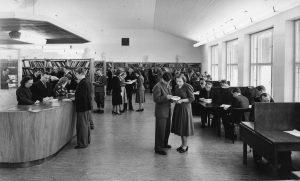Työväen Akatemian uusi kirjasto syksyllä 1951.